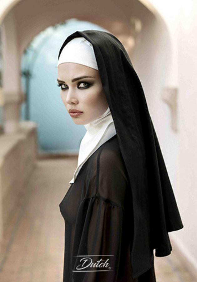 Staring nun