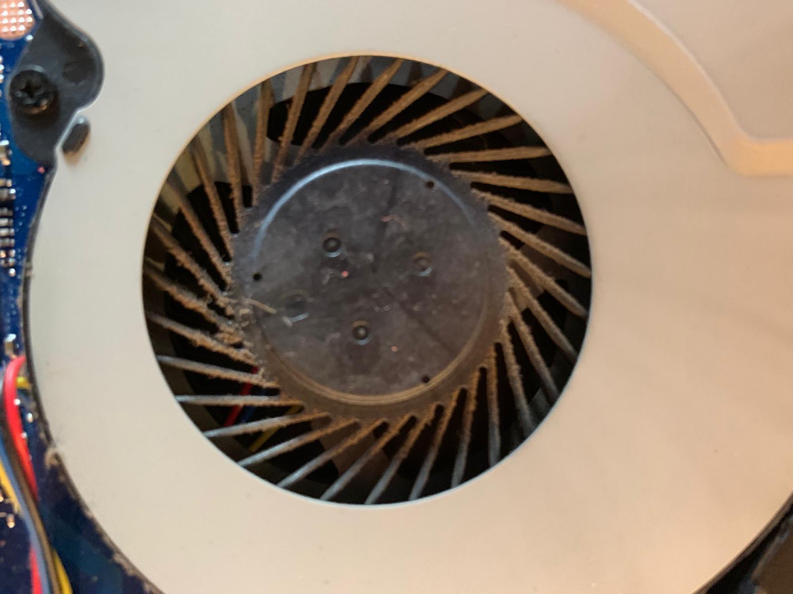 Laptop koeler met stof