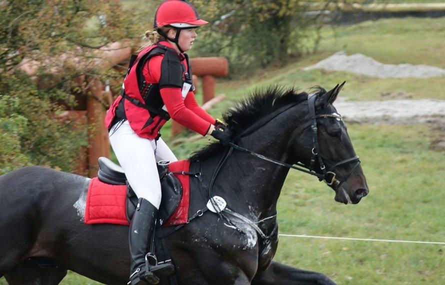Schrik om van je paard te vallen? Draag een airbagvest!