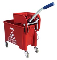 Jantex Rol emmer met wringer rood | 20L | Met opvangbak en rooster | 350x280x480(h)mm