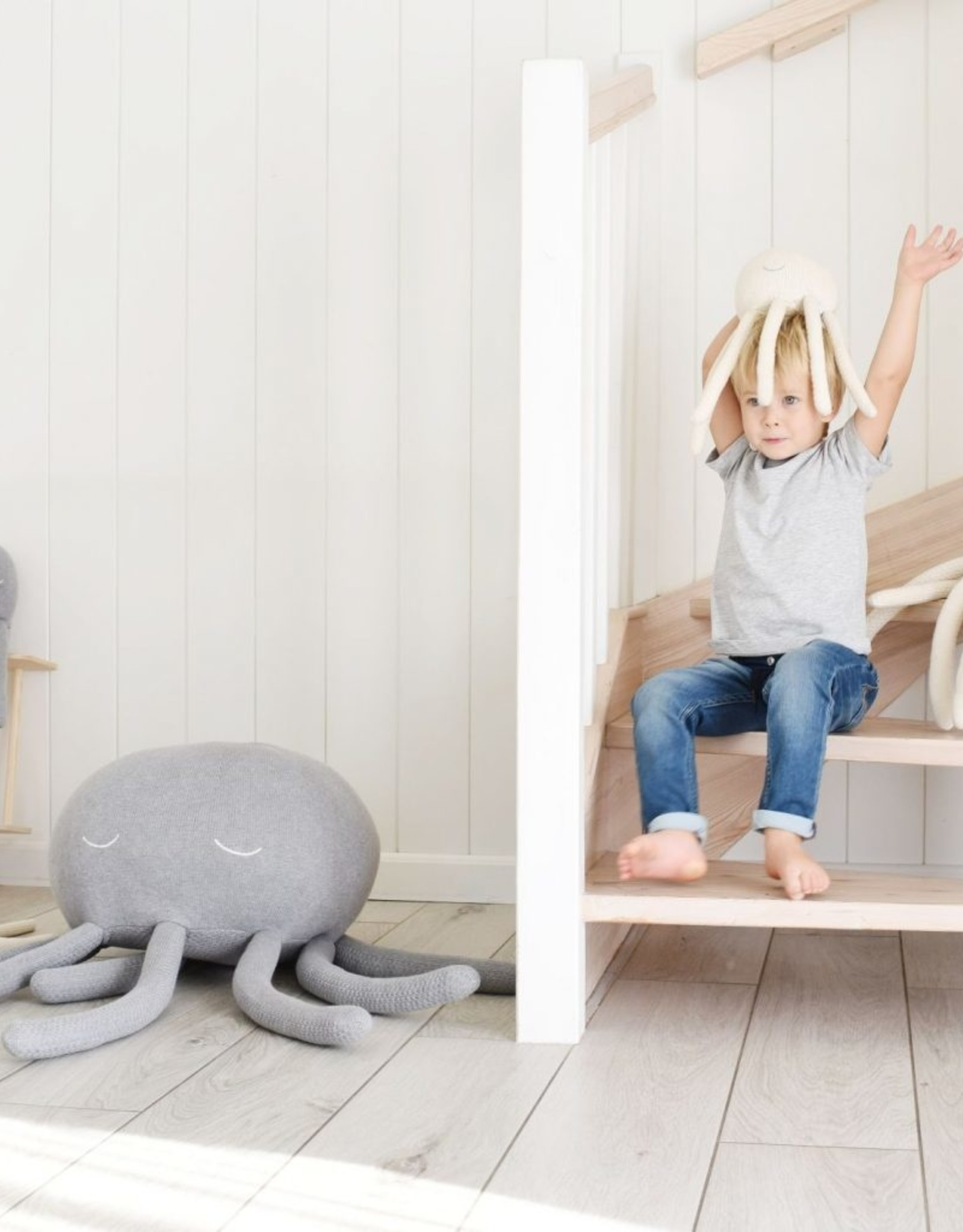 POOFI Poofi - Octopus cuddle toy - Grey
