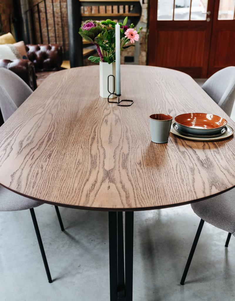 ovalen tafel