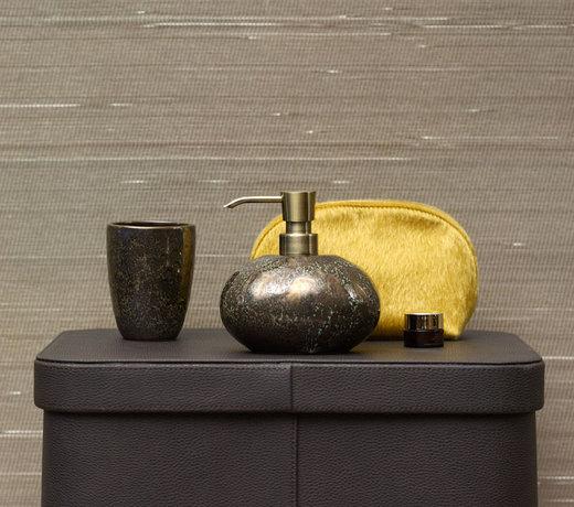 De Ugo serie van Aquanova in het vintage brons