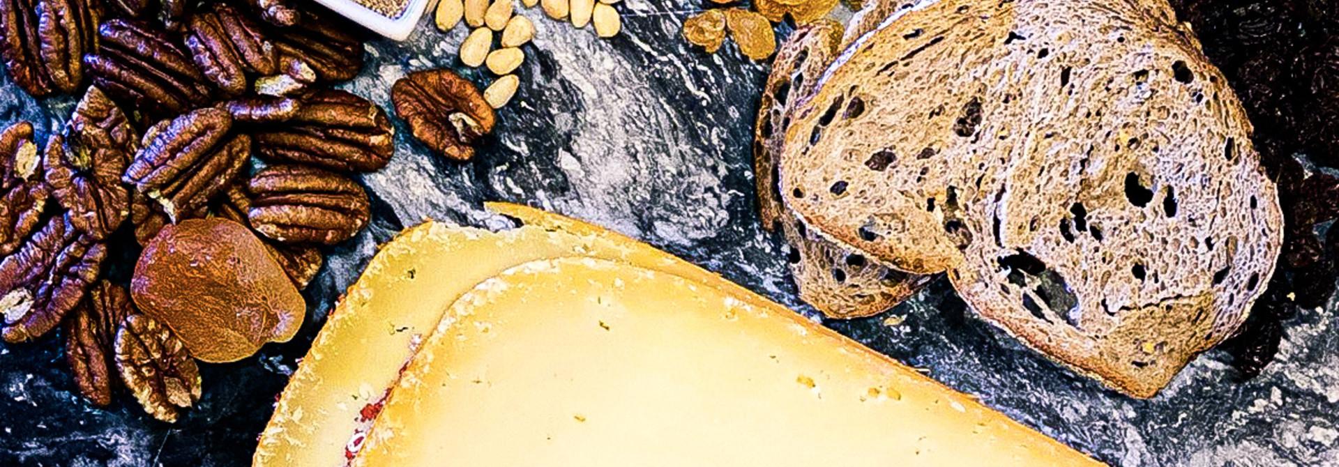 Half belegen kaas