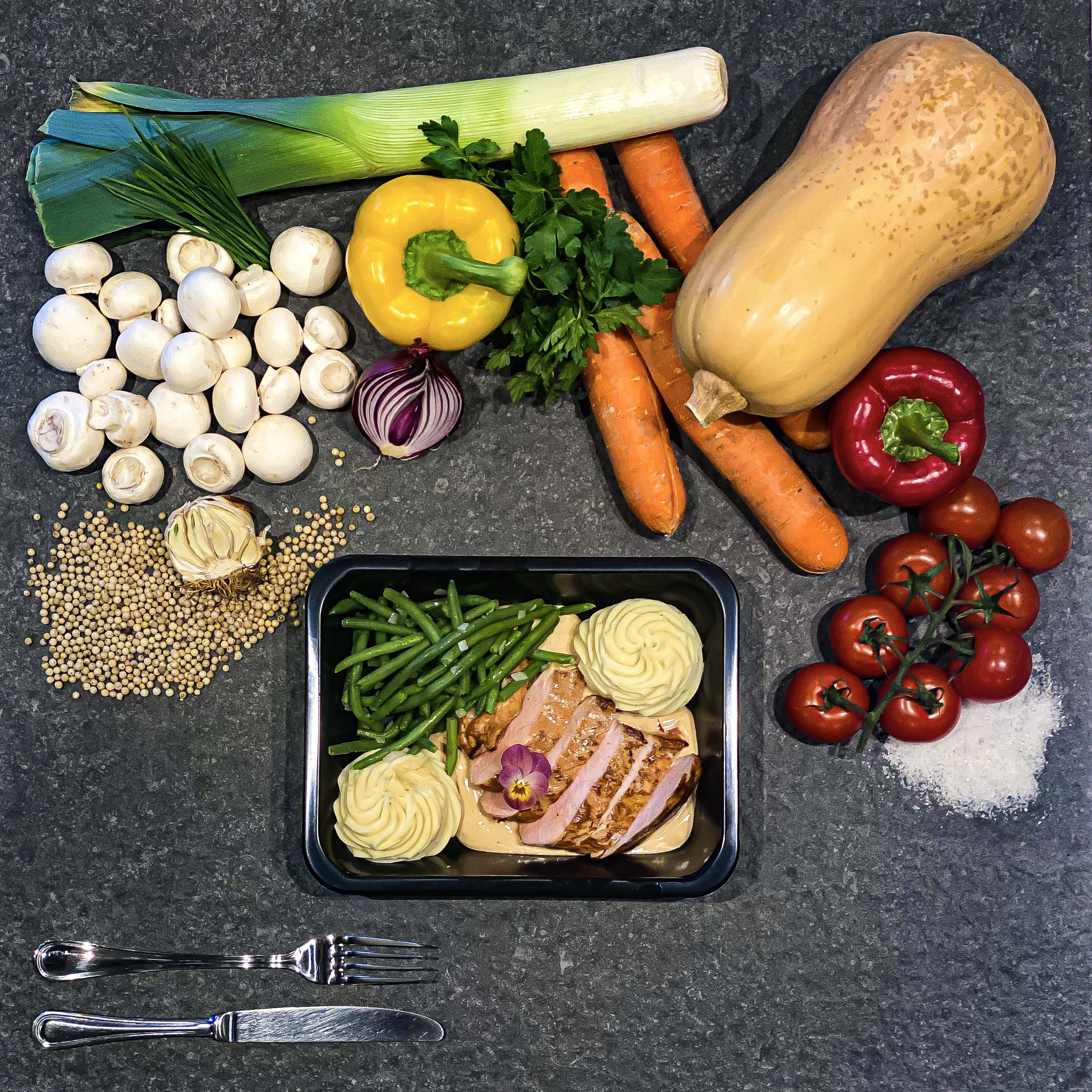 Varkenshaasje met pepersaus, boontjes en puree-1