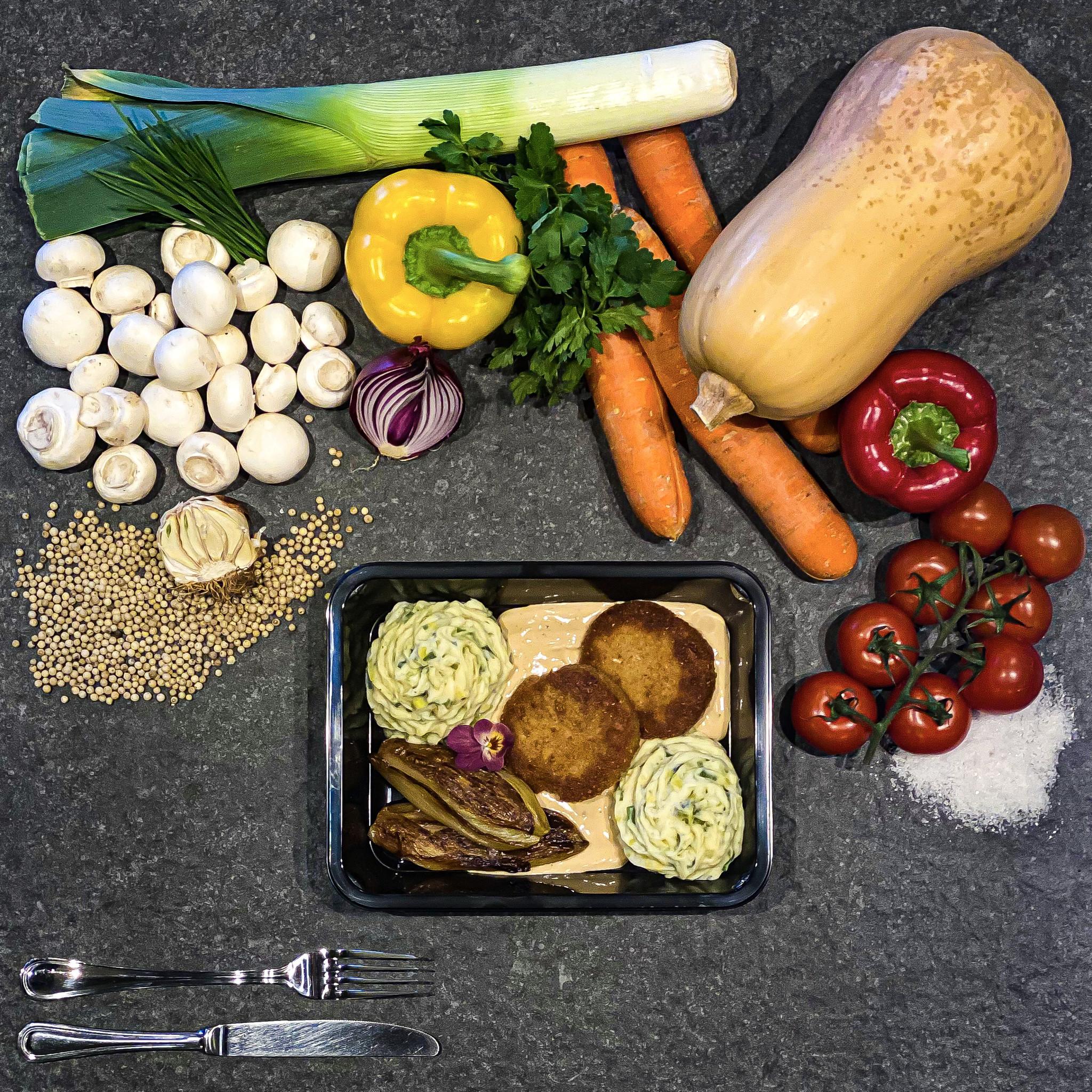 Burger met pepersaus, preipuree en witloof-1