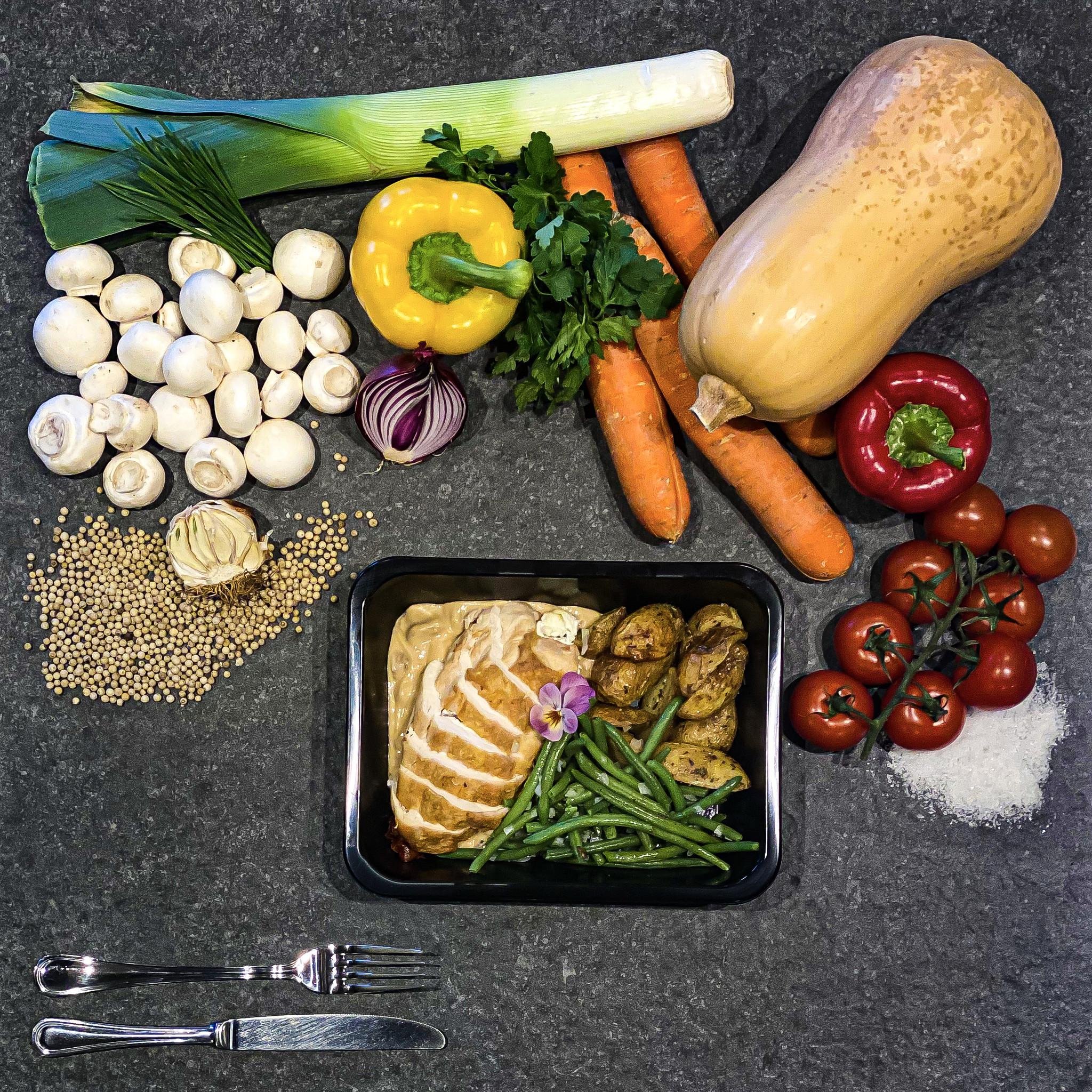 Saltimbocca van kip in champignonsaus met groenten en ovengegrilde krieltjes-1