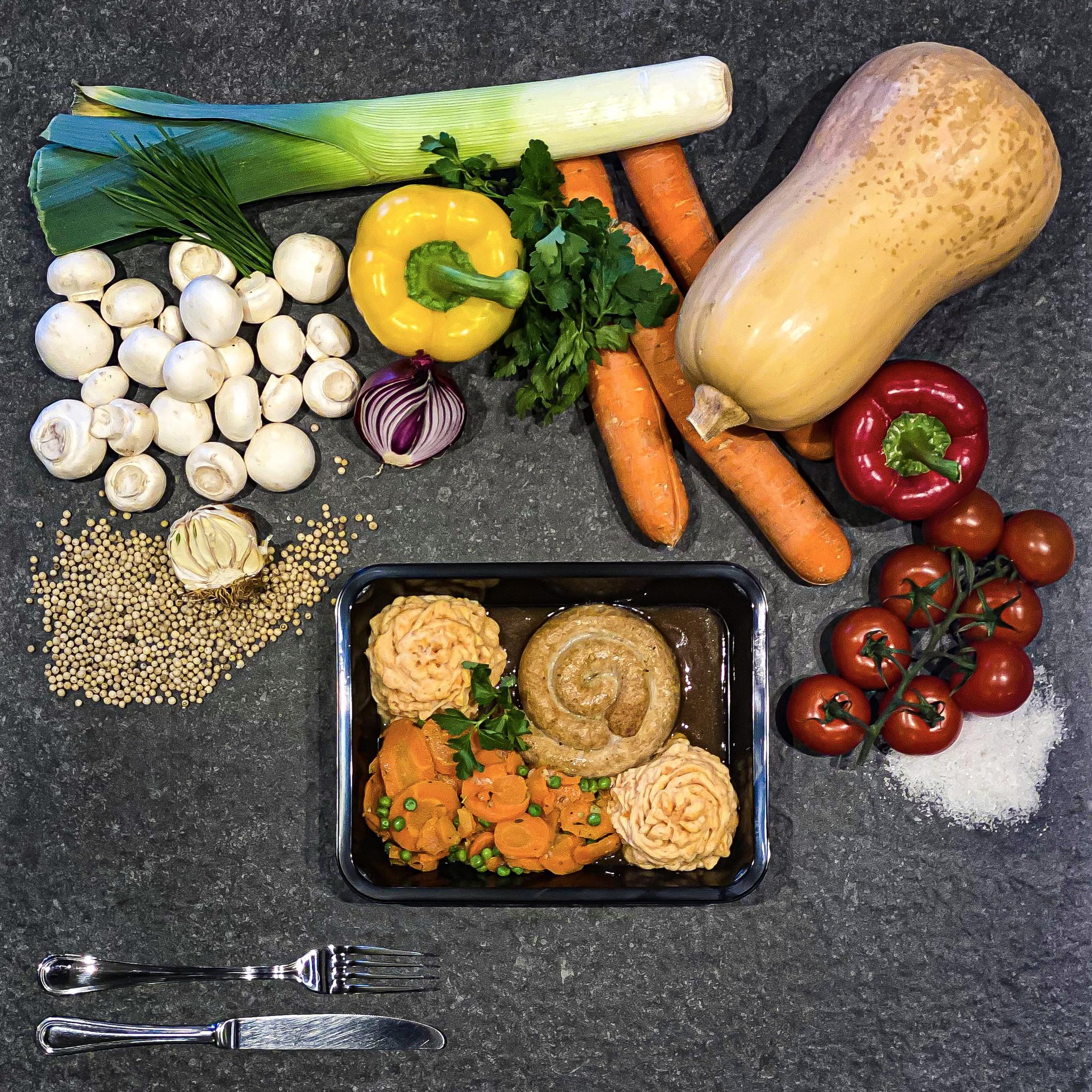 Chipolata met jussaus, wortelpuree, wortel en erwt-1