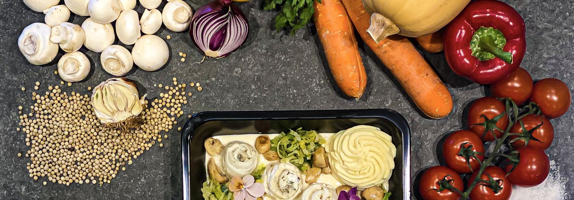 Tongrolletjes in wittewijnsaus met groenten en puree