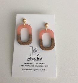 Lebeausset Lebeausset 004 oorstekers hout hars en lichtroze