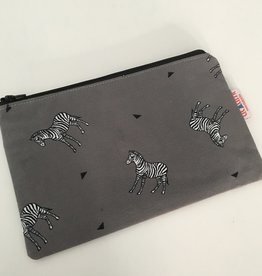 titatimi titatimi make up tas plat zebra's