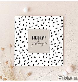Miek in vorm Miek in vorm: dubbele kaart met envelop  Hoera! geslaagd