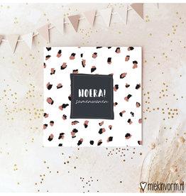 Miek in vorm Miek in vorm: dubbele kaart met envelop  Hoera! samenwonen