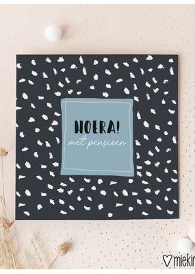Miek in vorm Miek in vorm: dubbele kaart met envelop  Hoera! met pensioen
