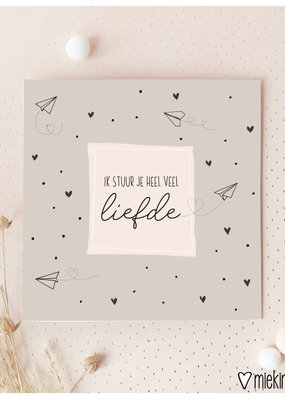Miek in vorm Miek in vorm: dubbele kaart met envelop Ik stuur je heel veel liefde