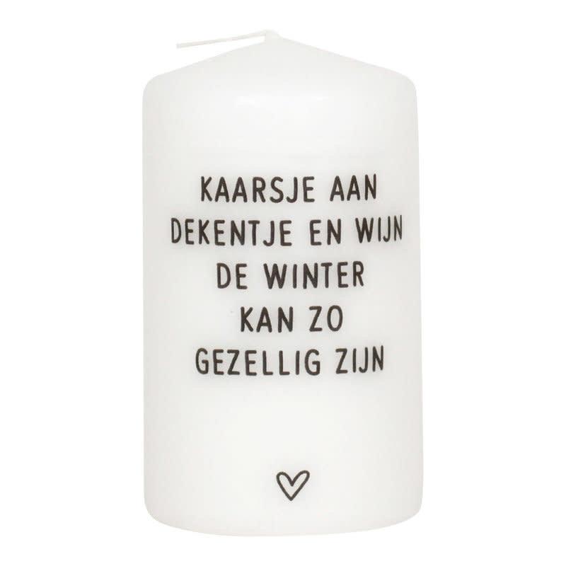 Zoedt zoedt kaars klein  Kaarsje aan dekentje en wijn, de winter kan zo gezellig zijn.