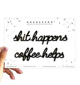 Goegezegd Goegezegd muursticker a5 zwart Shit happens coffee helps