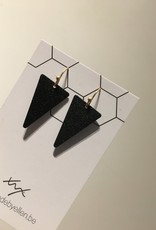 made by ellen Made by ellen oorbellen driehoeken goudkleurig en zwart