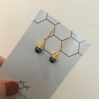 Made by ellen Made by ellen oorbellen Hangers goudkleurig druppel  grijs metallic
