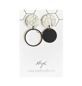made by ellen Made by ellen oorbellen  marmer asymmetrische cirkels mat zwart