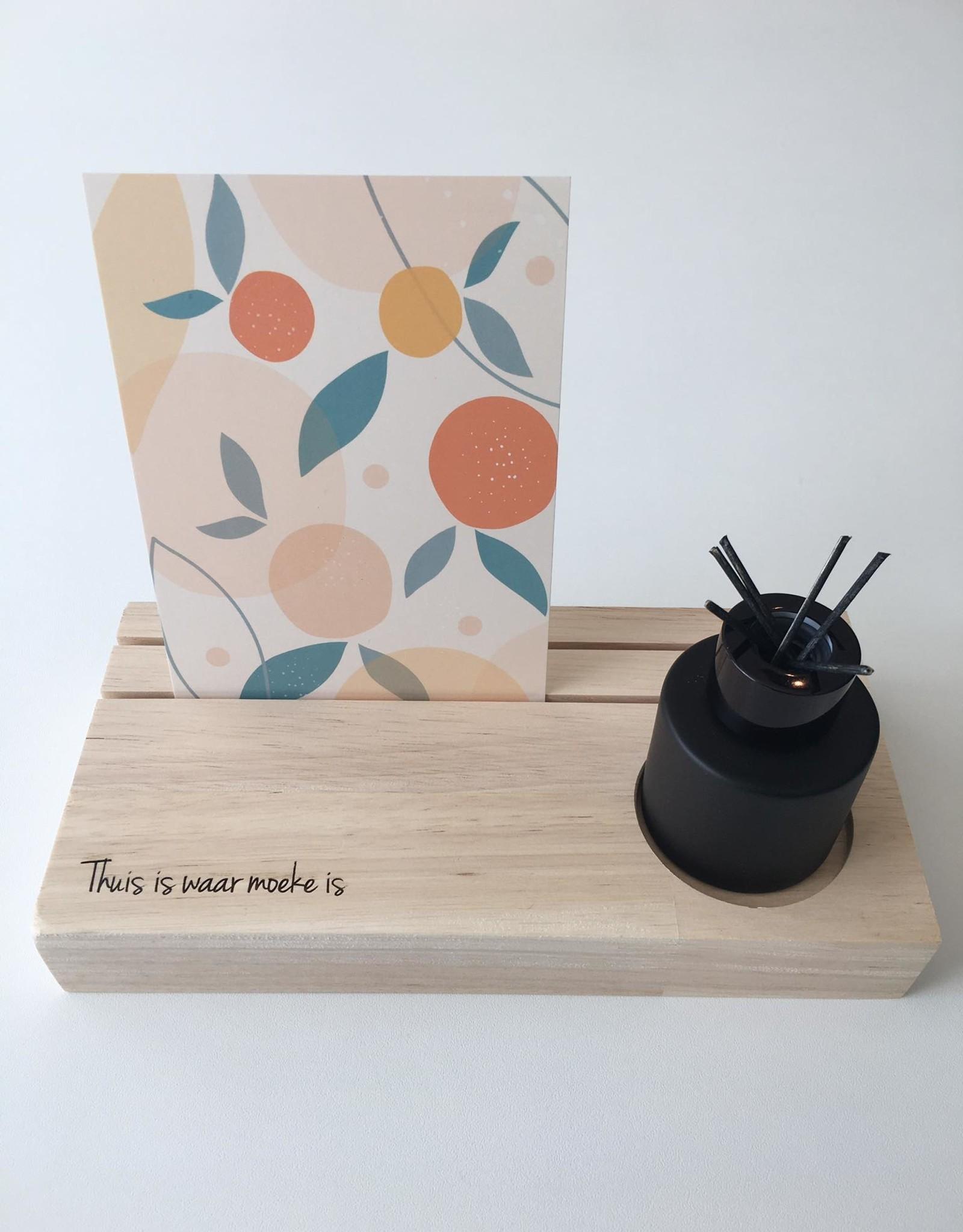Printpraat Printpraat: Koesterplankje met geurstokjes - thuis is waar moeke is