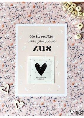 Miek in vorm Miek in vorm Ansichtkaart + zakje bloemzaadjes || Een bloemetje voor jou lieve zus