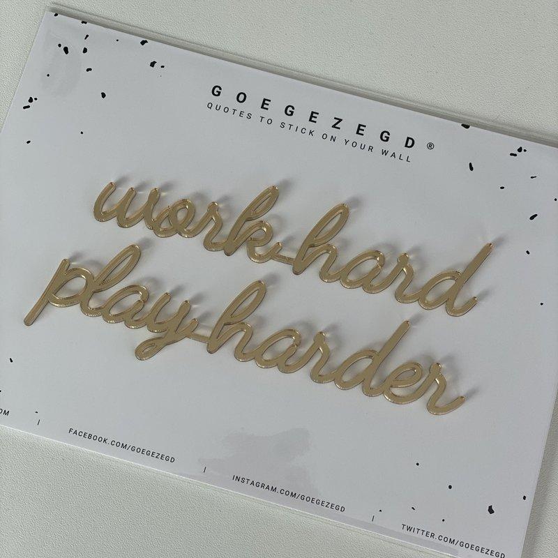 Goegezegd Goegezegd muursticker a5 goud Work hard play harder