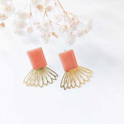Isa en Roza Isa en Roza  oorbellen goud en peach