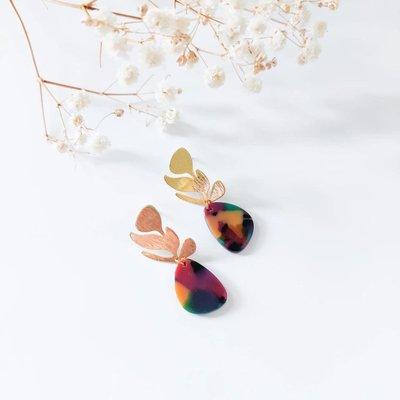 Isa en Roza Isa en Roza  oorbellen goud en gekleurd