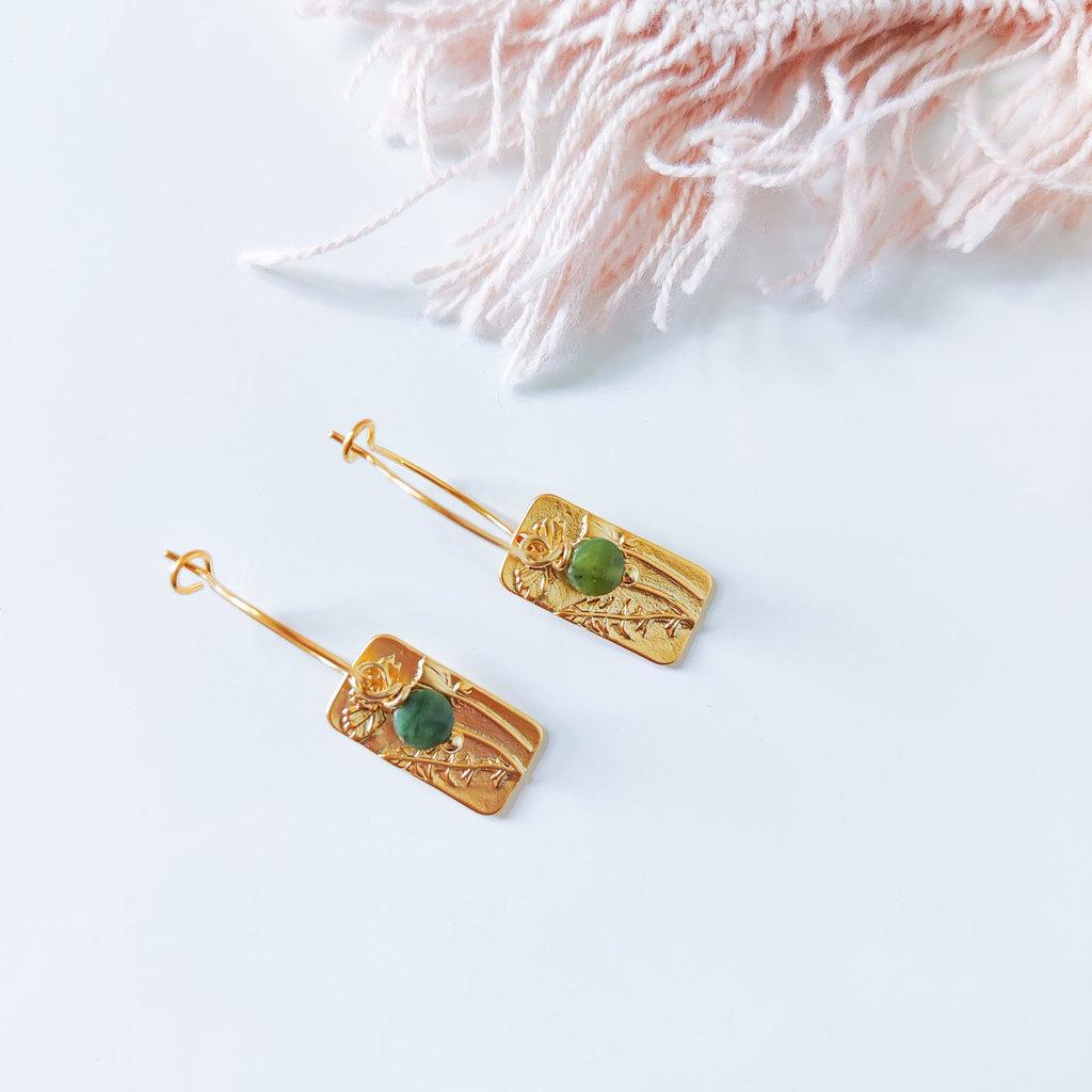 Isa en Roza Isa en Roza  oorring goud met groen diamantje