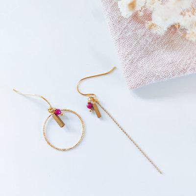 Isa en Roza Isa en Roza  oorbellen asymetrisch