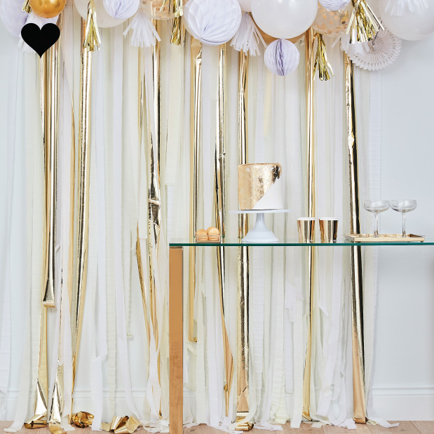 Backdrop Streamer Gold & White Mix it Up Ginger Ray-2
