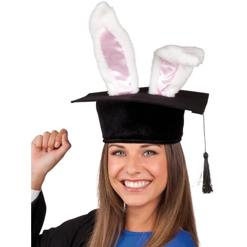 Afstudeerhoed met bunny oren