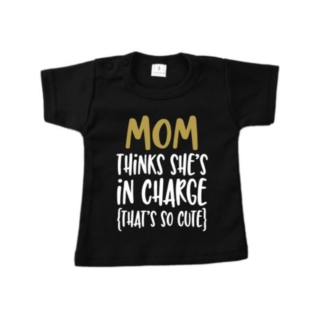"""T-shirt: Mom in charge """"zwart"""""""