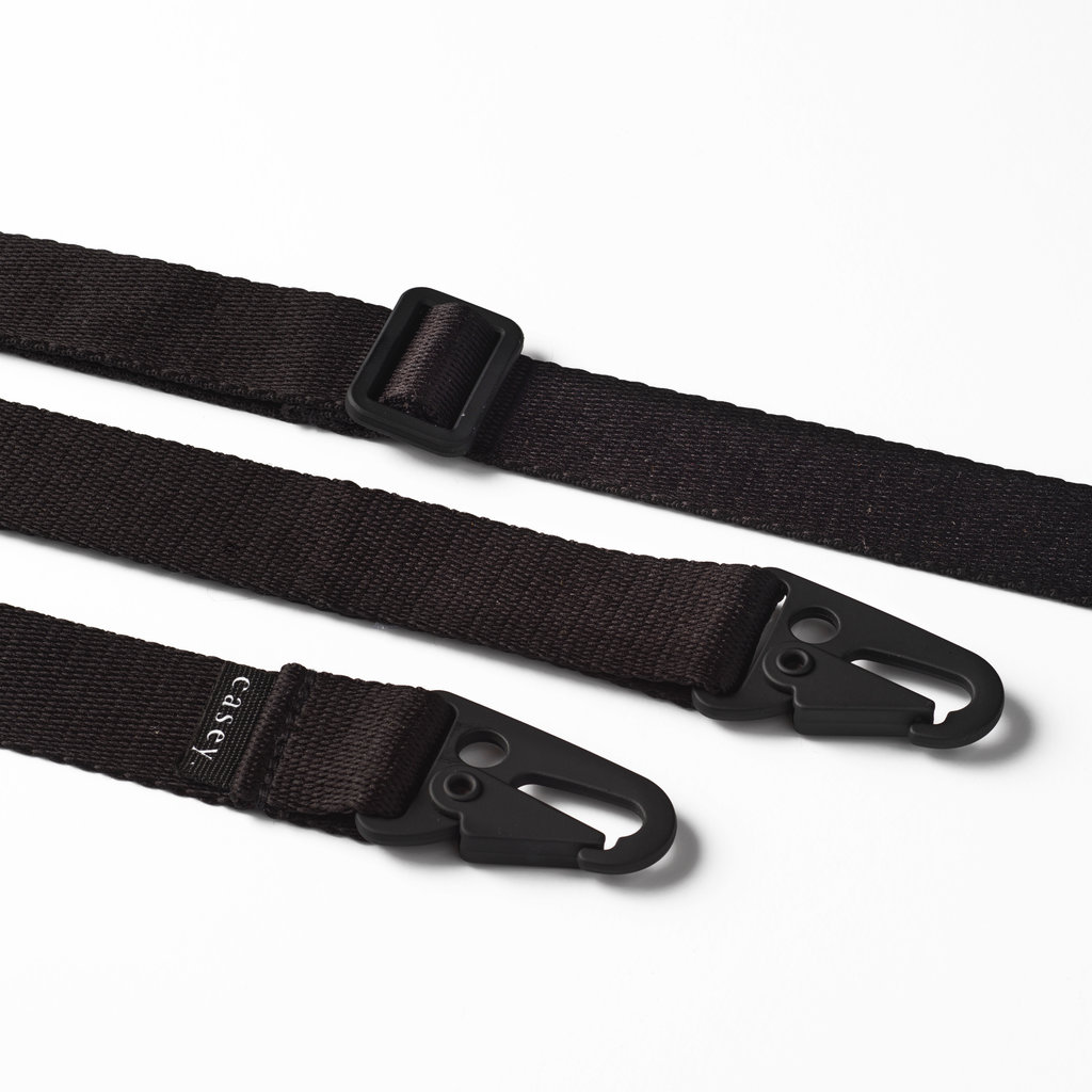 Sustainable black case with lanyard (black)