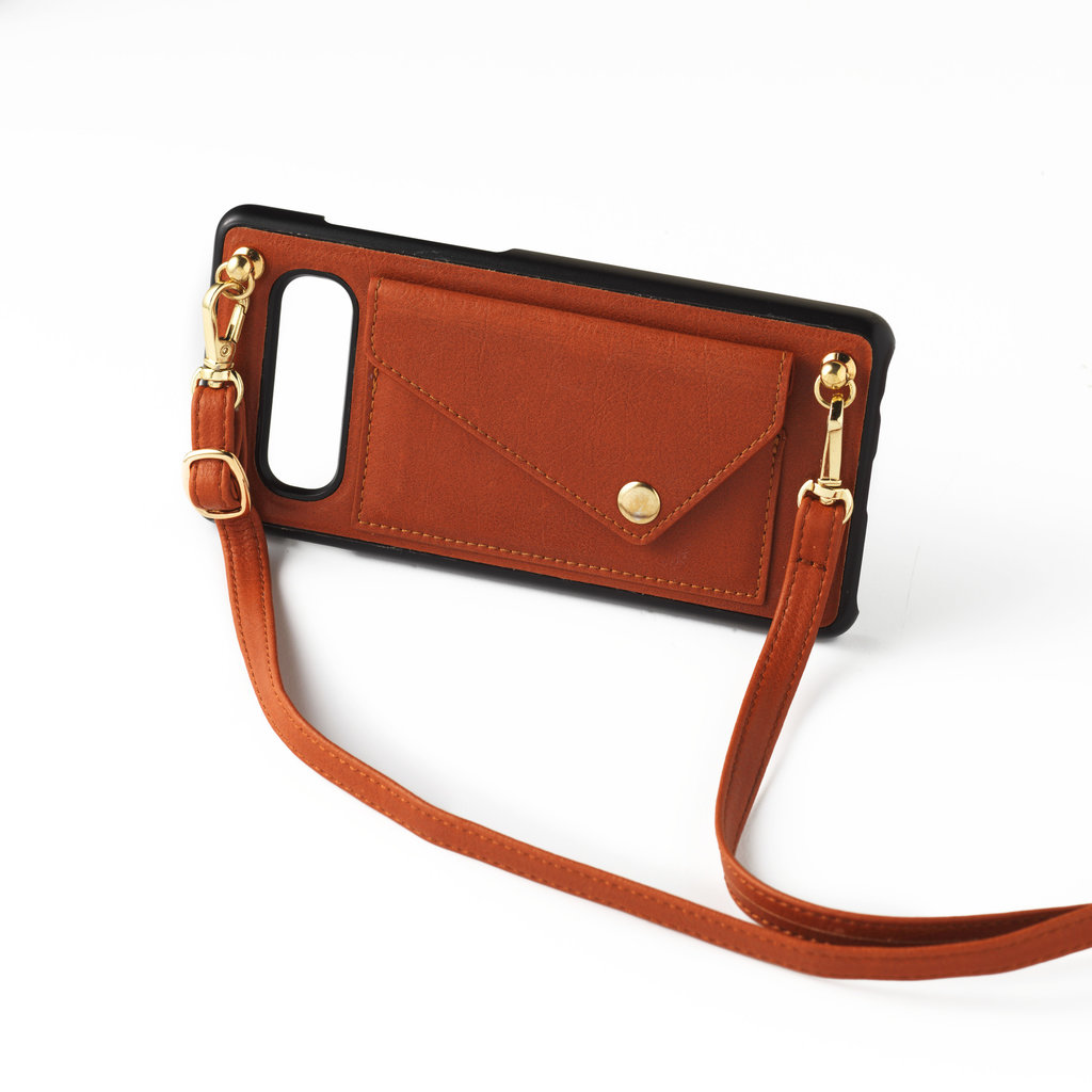 Brown phoneclutch with leather band and short necklace