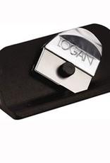 Logan Het systeem van Logan verslaat merken als Maped op gebruiksgemak. Op de achterkand van het passepartout het schoonformaat bepalen. Hulpstreepjes zorgen voor de juiste afstand tot de hoekjes.