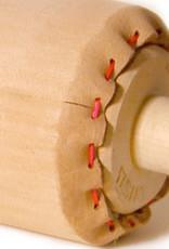 Artools Inktrol Leer 15 cm, doorsnede 6 cm Topkwaliteit Arttools Topkwaliteit inktrollers. Doorsnede 6 cm, rubberdikte 1 cm. Deze rollen zijn met name geschikt voor lithografie, omdat ze water opnemen tijdens het drukproces en emulgeren van de inkt voorkomen.