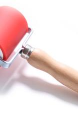 Abig Goede studiekwaliteit inktrollers. I.t.t. wat men overal vermeldt is de rol van zeer goede kunststof, maar niet van rubber. Doorsnede 5 cm, kunststofdikte 3 mm. Deze rollen zijn nauwkeurig recht geslepen waardoor een gelijkmatige inktoverdracht ongeveer 1