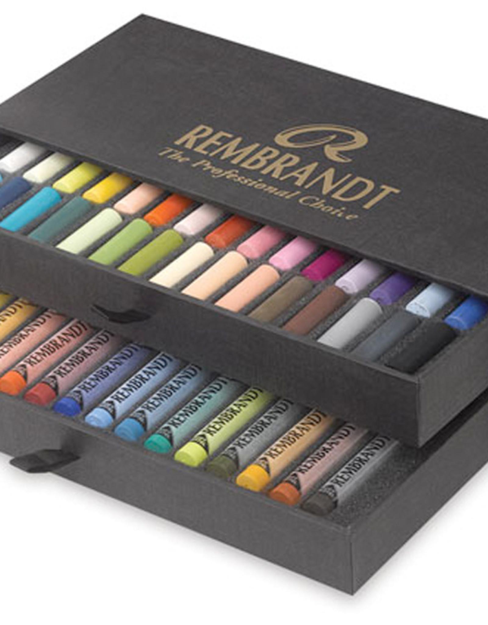 Talens Pastelkrijt Talens Rembrandt topkwaliteitpakket. 15 pastels en 30 halve pastels in stevige zwarte kartonnen doos.