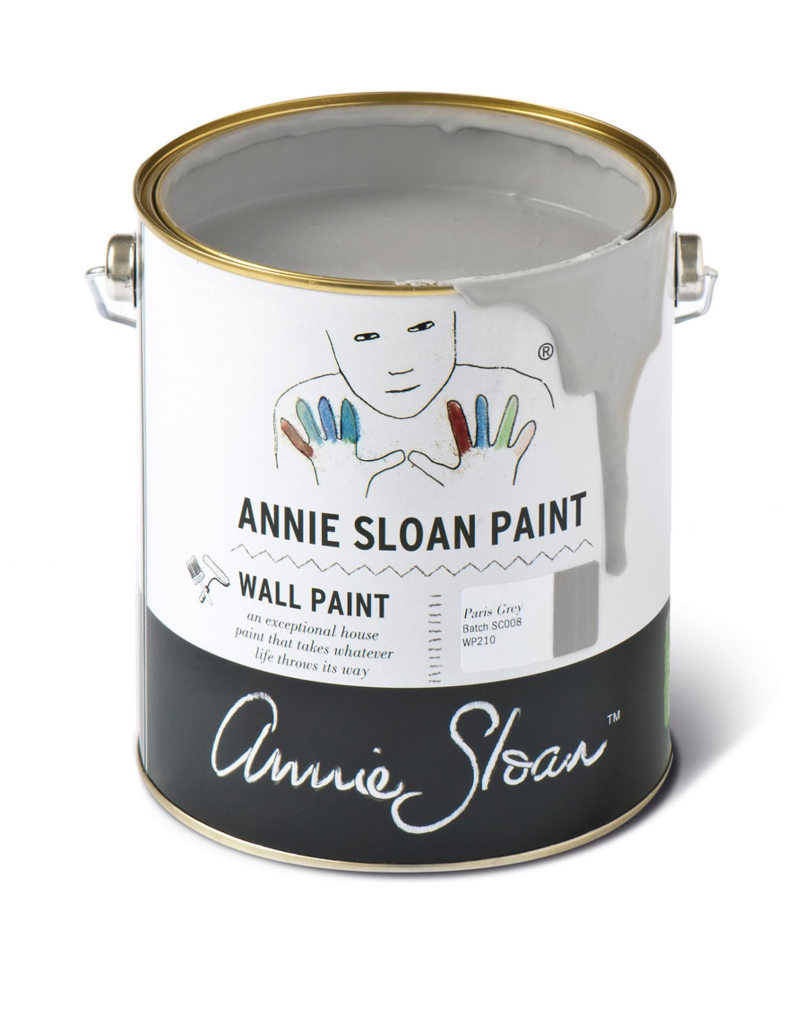 Annie Sloan Wall Paint is de afneembare krijtverfvariant van Annie Sloan, en is het beste wat er te krijgen is op dit vlak. De kleuren zijn subtiel samengesteld en de verf dekt goed. Te verdunnen met 5-10% water voor een eerste laag muurverf op wat ruigere oppervlakk