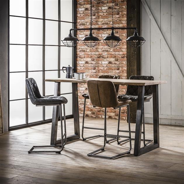 Quelle est la hauteur d'assise idéale pour un tabouret de bar sur un îlot de cuisine ou une table de bar?