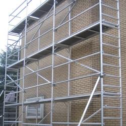 Echafaudage de facade 0,75 m x 9,15 m x 14,00 m