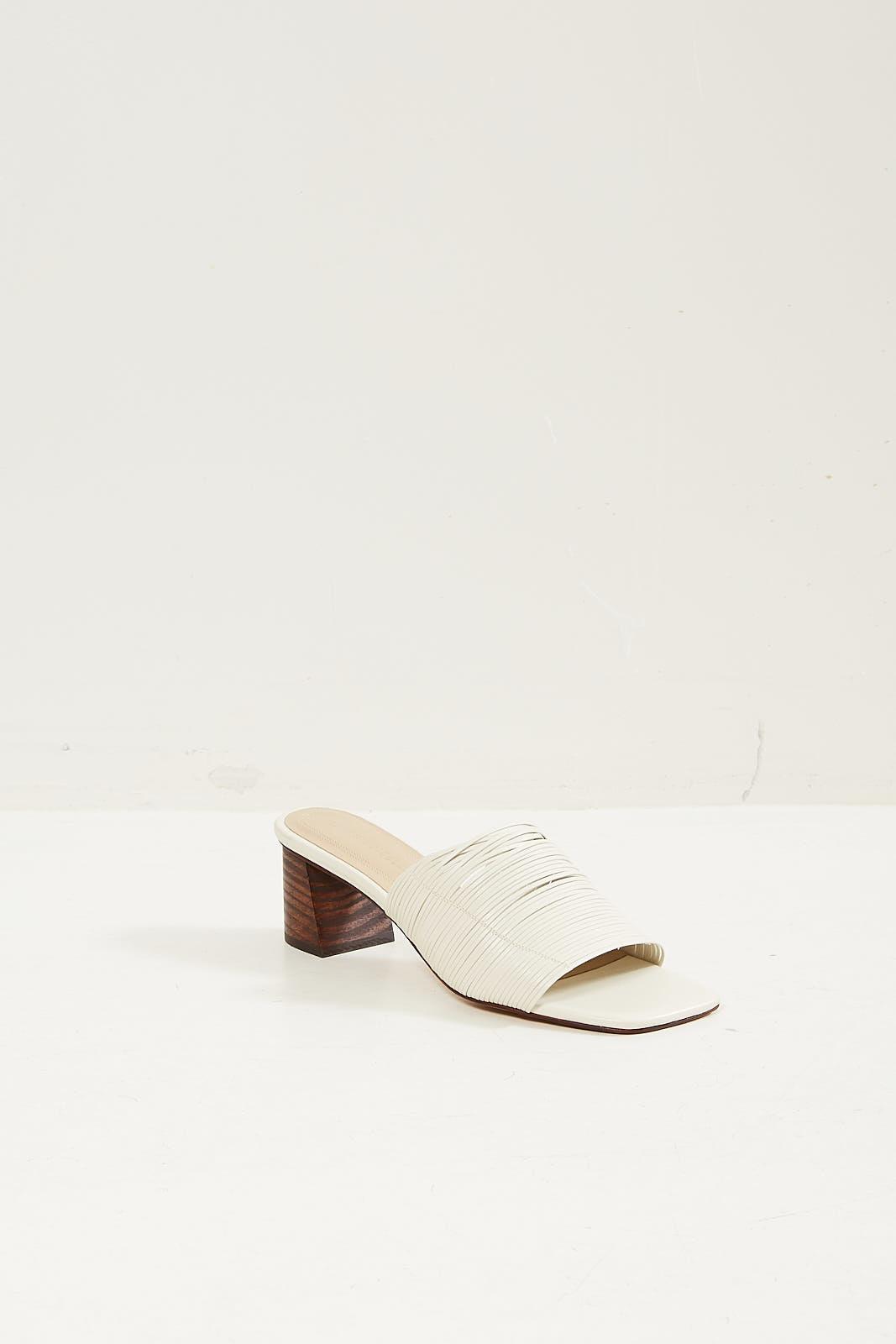 Mari Giudicelli Gisele sandal off white