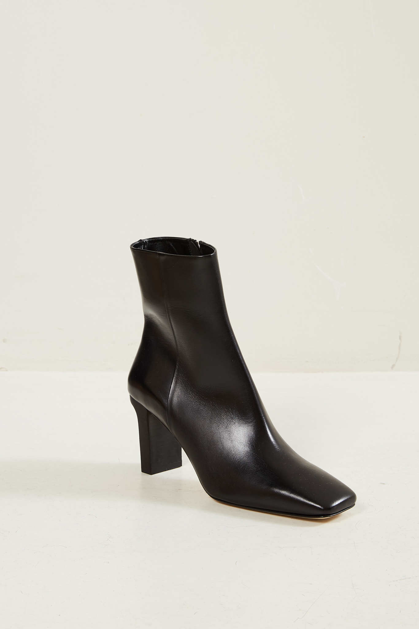 Aeyde Billy calf leather boots black