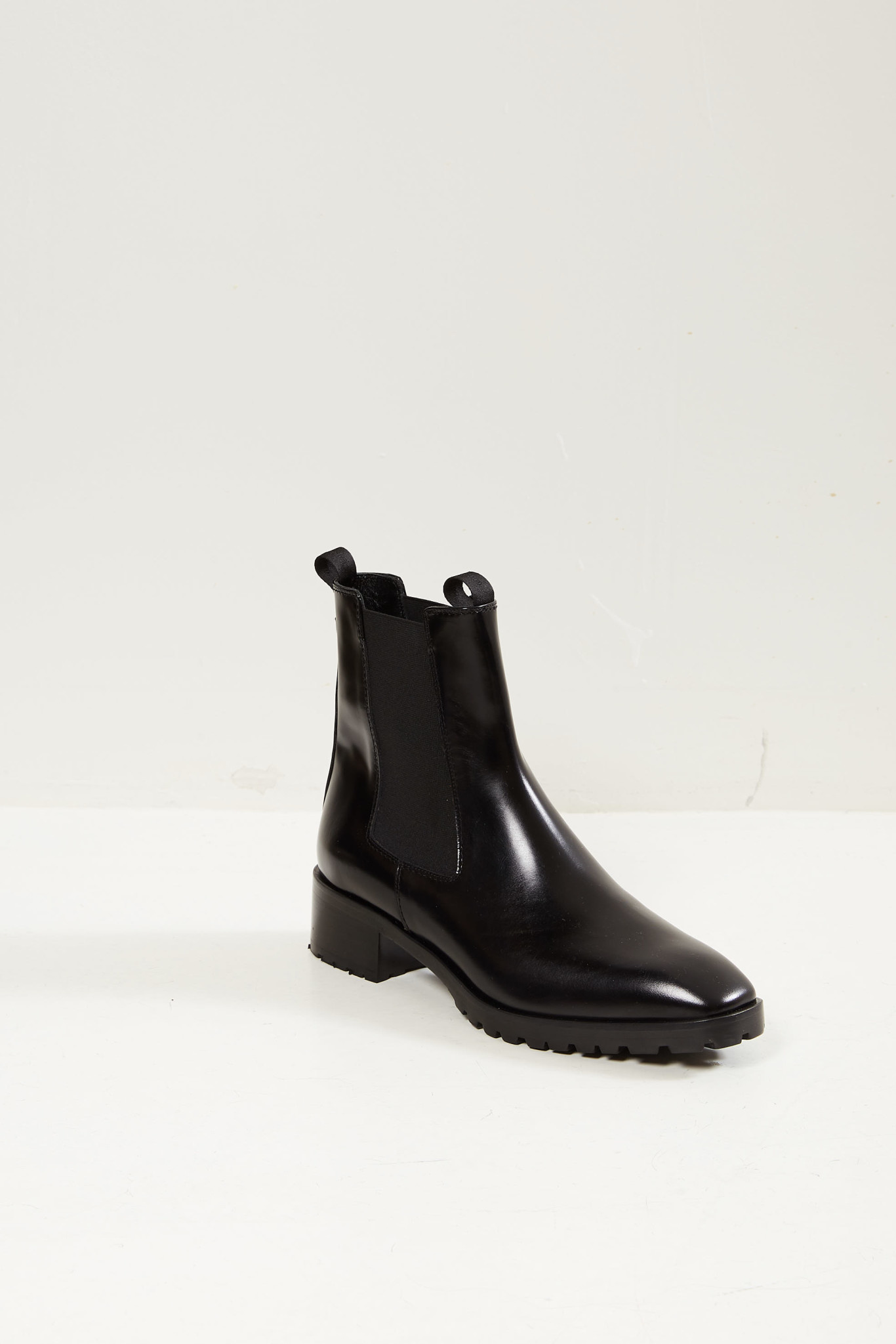 Aeyde Karlo Chelsea boots.