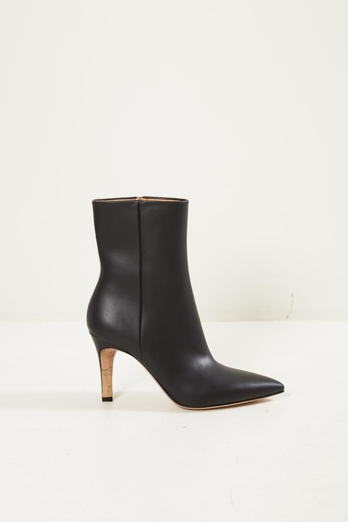 Maison Margiela - Pointed toe ankle boots.