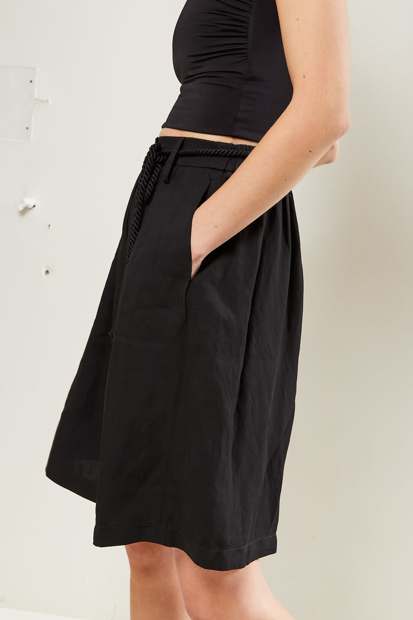 Forte Forte - Viscose linen piquet belted bermuda pants