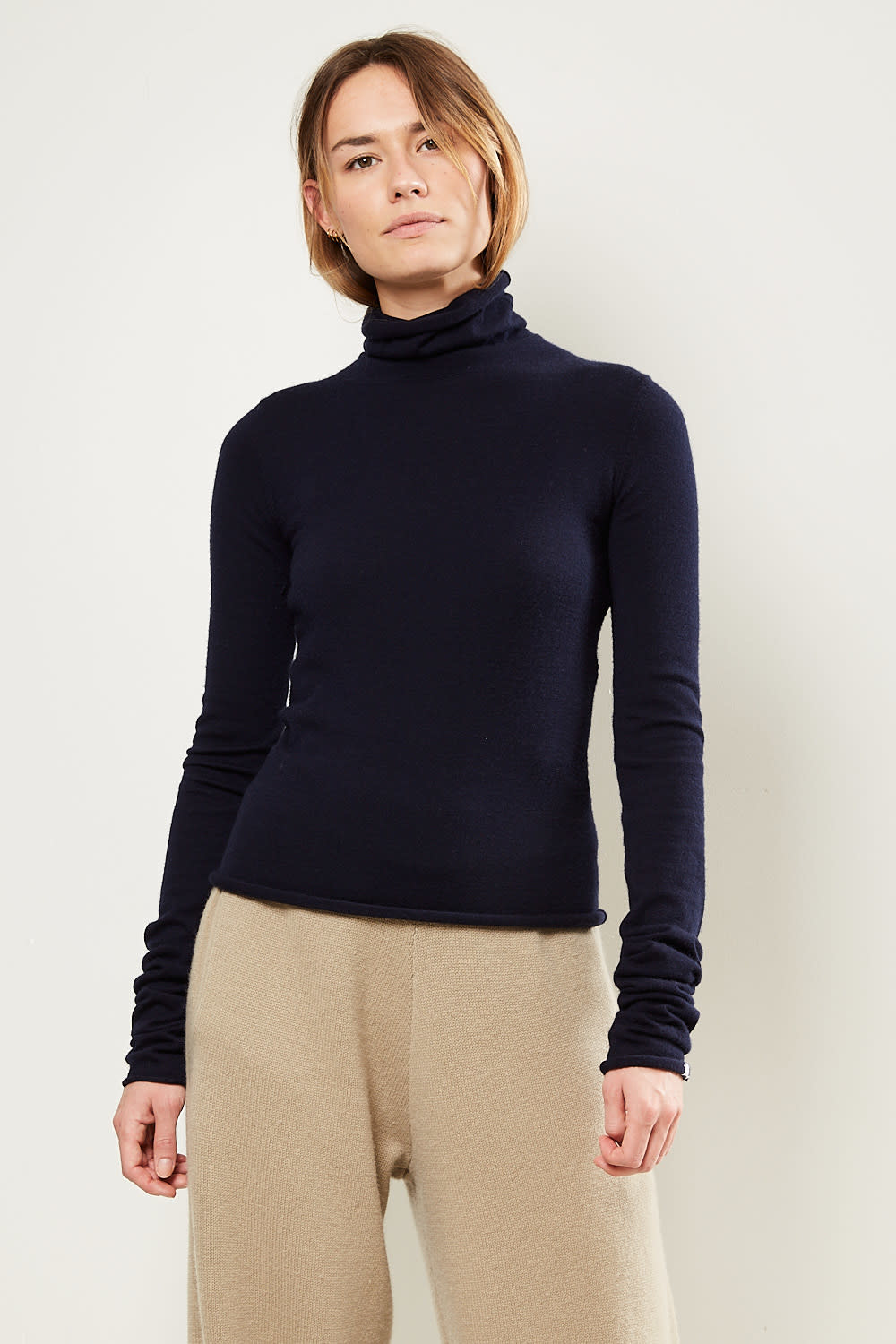 extreme cashmere - No129 Under classic fitted roll neck navy