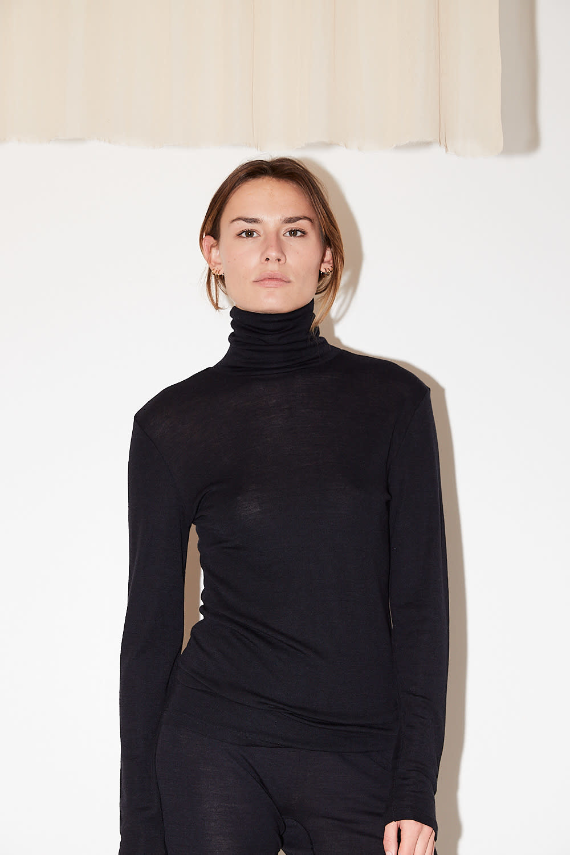 hanro turtle Neck woolen silk shirt black